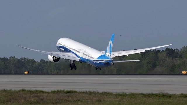 Boeing 787-10 Erstflug Take Off