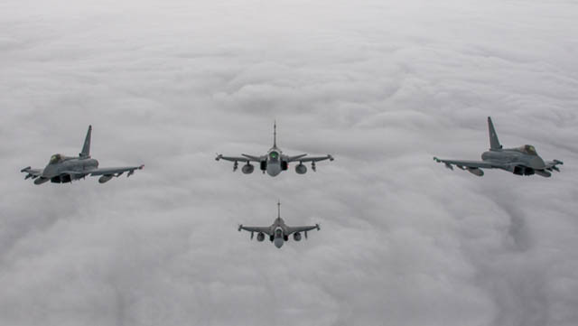 Baltic Air Policing Eurofighter mit Gripen