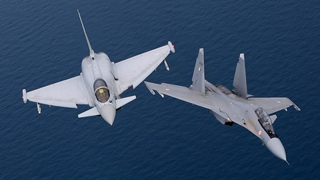 Eurofighter Typhoon mit Su-30MKI Flanker