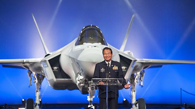 Rollou first F-35A for Japan