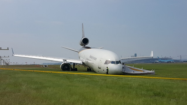 MD-11F UPS runway excursion Incheon
