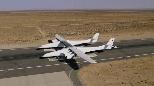 Stratolaunch absolviert Rolltests